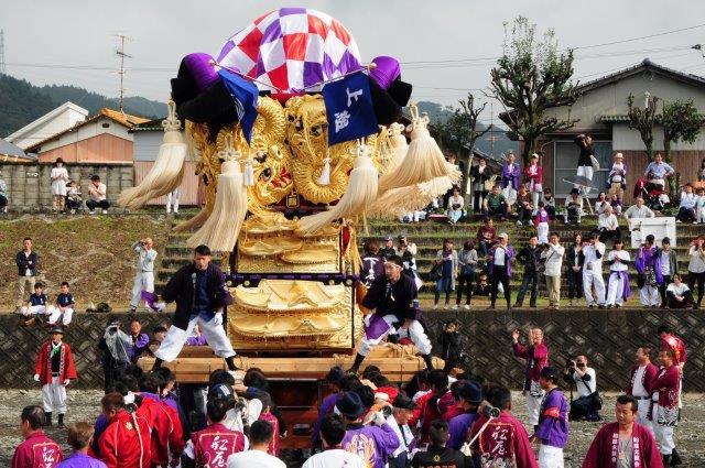 西条祭り 飯積神社祭礼 渦井川河川敷 上組太鼓台