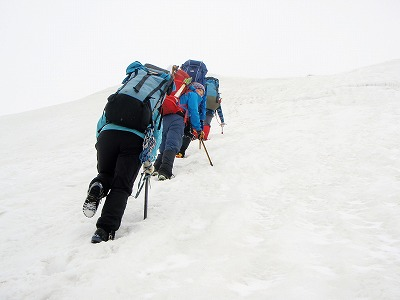 042203白毛門への登り