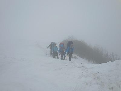 042207霧の中の白毛門あたり