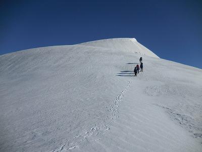 042402柄沢岳へ登る