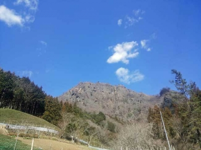 登山口からの奥久慈男体山