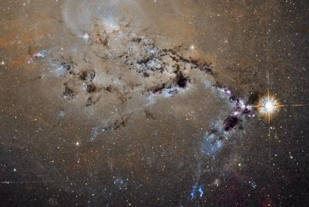 NGC1275_HubblePestana_3891 (900x604)