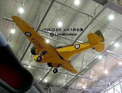 IWM博物館天井に吊るされたOxford REVdownsiz