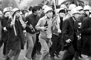 珍帽をかぶって公道を徘徊する珍棒団