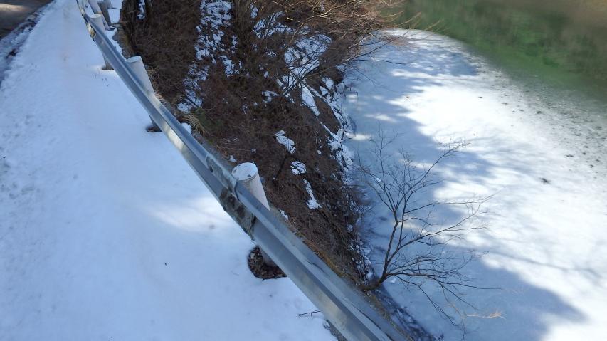 松尾川ダム湖には凍結も