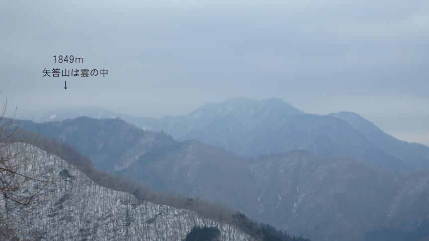 山頂に雲がかかる