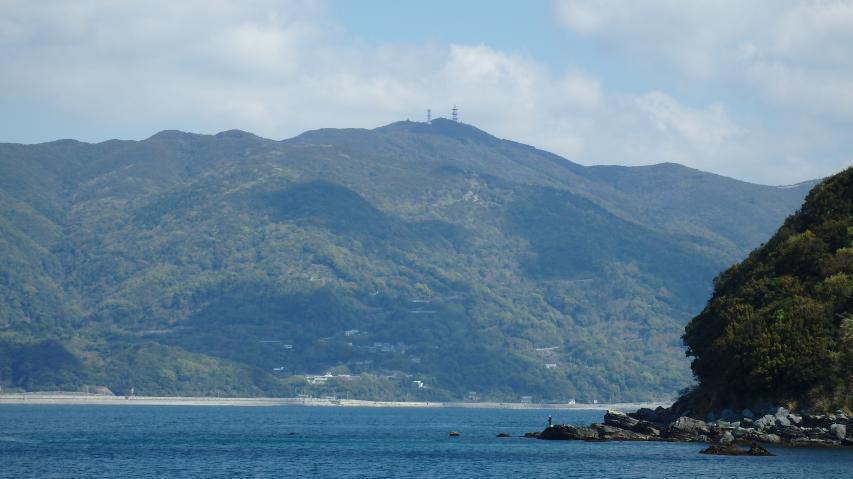 諭鶴羽山が実際以上に高く見える