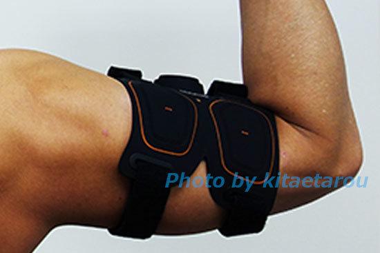 SIXPAD ArmBeltを腕に巻いて今から効果体験レビュースタートです。