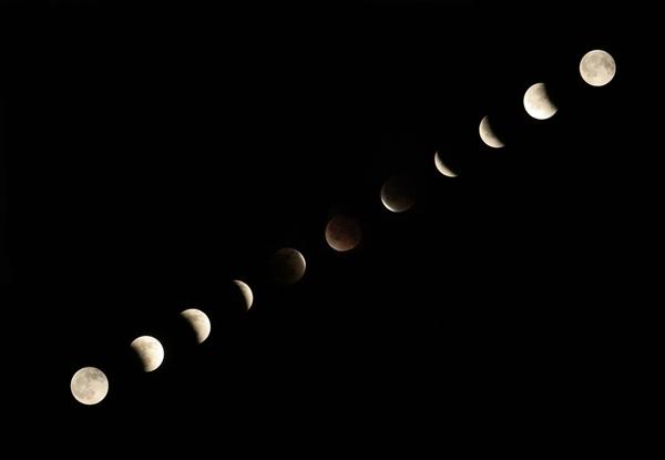 06, 2011-12-10 皆既月食 移り変わり 04 皆既月食、移り変わり。 Total lunar eclipse, transition 600×415