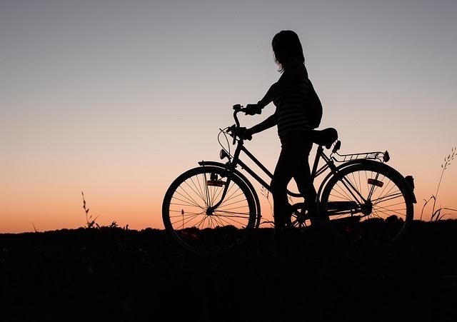 フリー画像・自転車と女