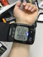 201703オムロン手首式血圧計 (3)