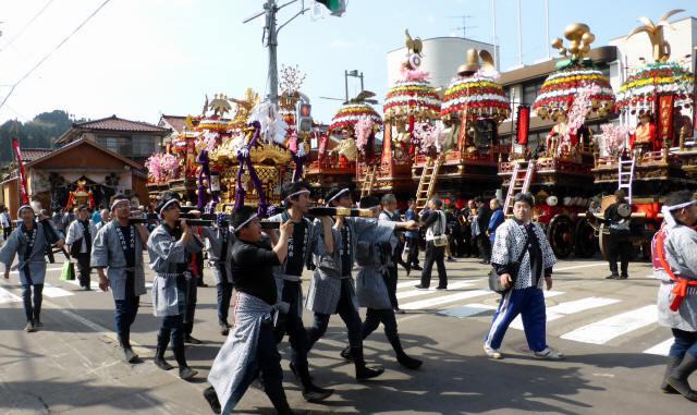 神輿と花山車10