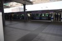 長庚醫院駅では普通車が待ち合わせ170404