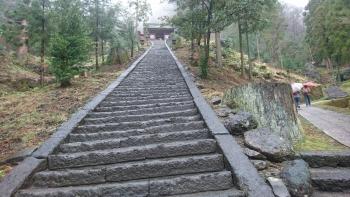 妙義山、長いうねった階段