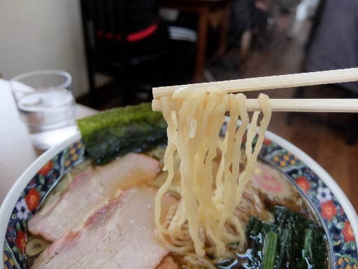 手打の中太麺