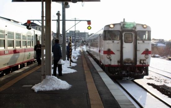 ⑨夕方の列車 (550x349)