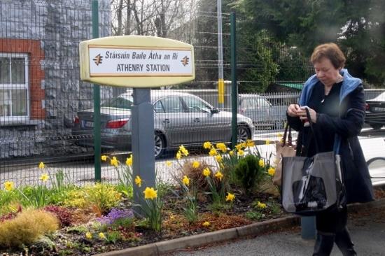 ⑰途中駅で降りる婦人 (550x366)