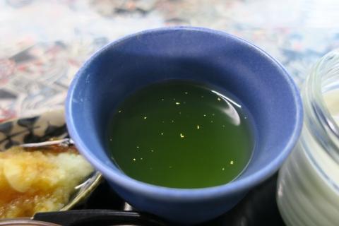 「今朝の朝ごはんは金箔茶」②