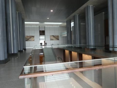 ⑤県議会議事堂 (1)