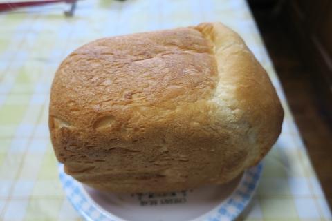 「焼きたてのパンは最高ですね!」②