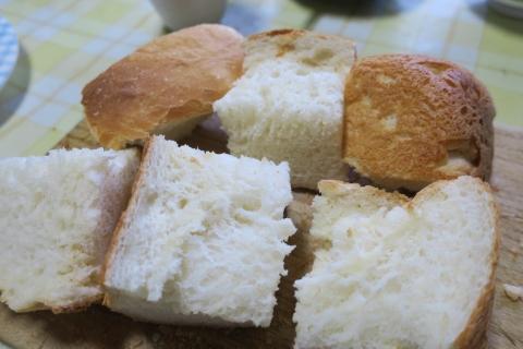 「焼きたてのパンは最高ですね!」④