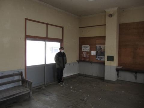 下徳富駅駅舎内