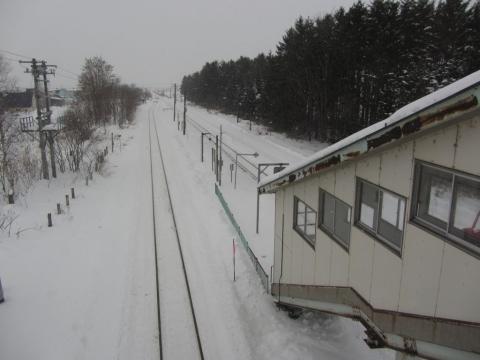 東滝川駅構内