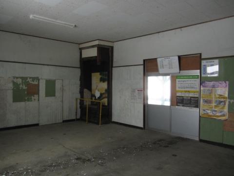 茂尻駅改札口