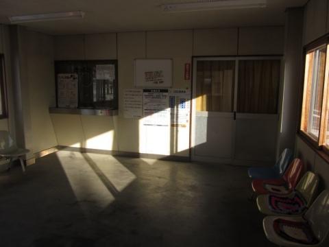 野花南駅舎内