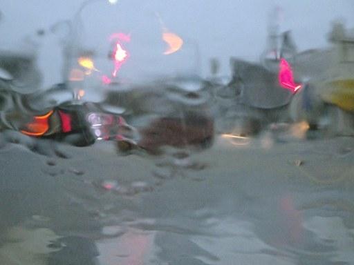 大雨通勤-a DSC07006