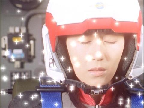 ダイナが語りかけているユミムラ・リョウ隊員(演:斉藤りさ)