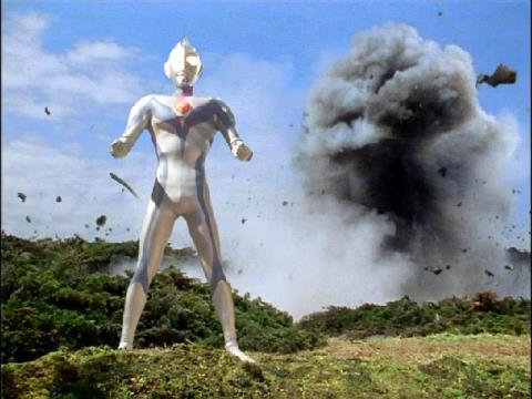 トルネードサンダーと一体化したウルトラマンダイナ(ミラクルタイプ)のドリルスピン戦法③