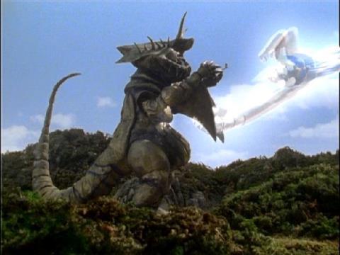 トルネードサンダーと一体化したウルトラマンダイナ(ミラクルタイプ)のドリルスピン戦法①