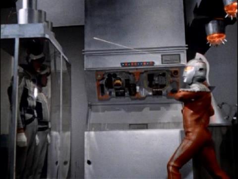 フルハシ・アマギ両隊員を救出するウルトラセブン