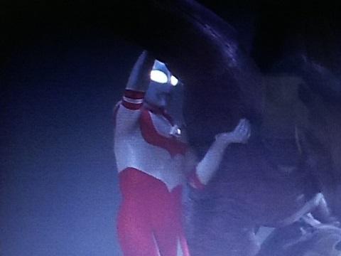 シラリーの亡骸と共に、宇宙へ帰って行ったウルトラマングレート