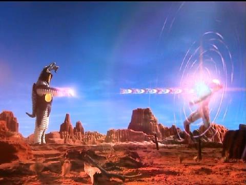 仮想戦闘では、ゼットンがウルトラマンメビウスを圧倒