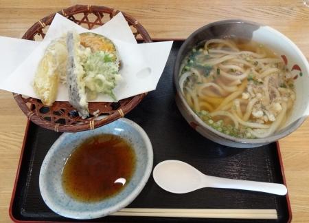 野菜天ぷらうどん 702円