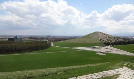 プレイマウンテンからの眺め~モエレ山・ガラスのピラミッド方向