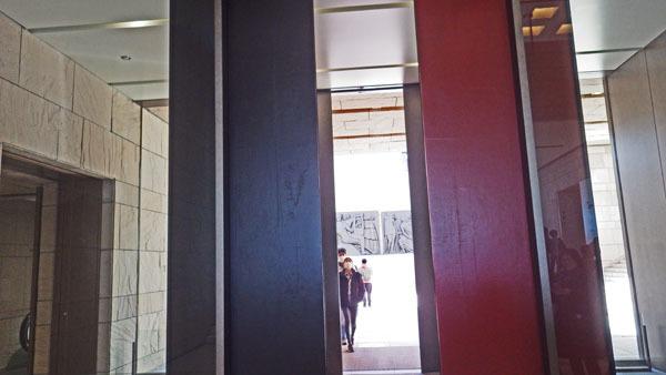 漆塗りの扉 2