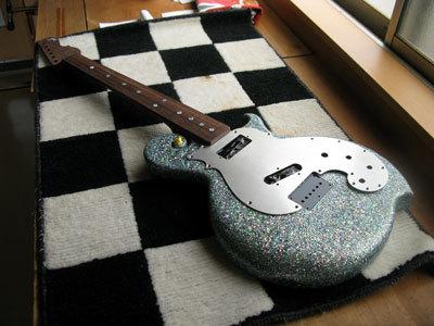 彫刻螺鈿ギター01