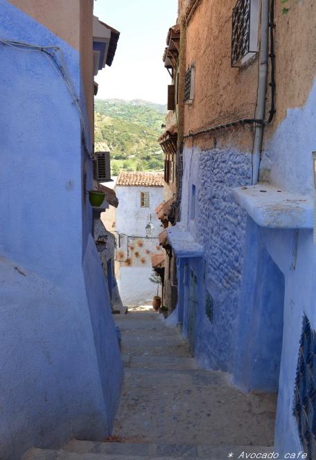 青い街路地