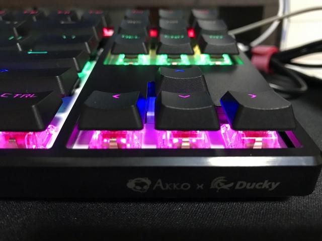 Akko_Ducky_One_87_RGB_05.jpg