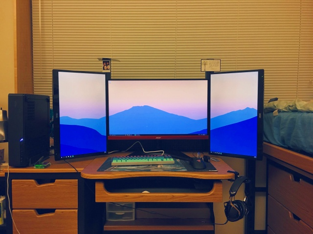 PC_Desk_MultiDisplay86_17.jpg