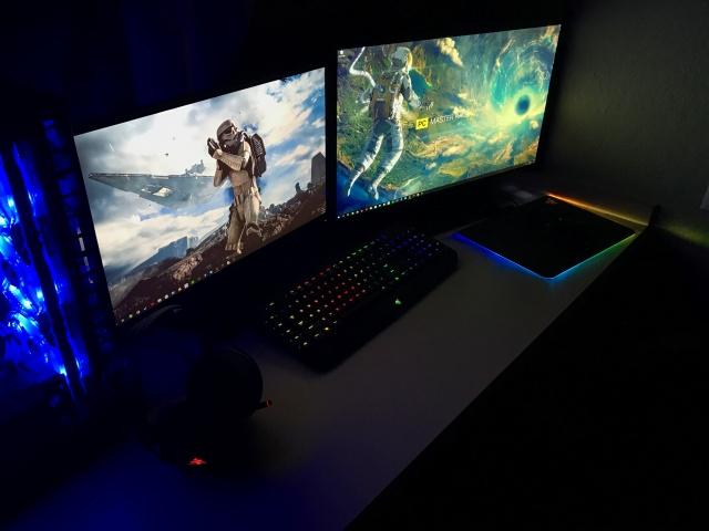 PC_Desk_MultiDisplay87_39.jpg