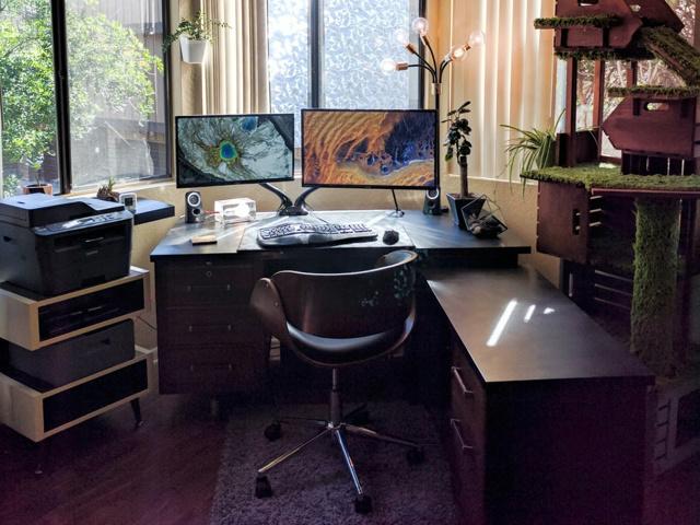 PC_Desk_MultiDisplay87_46.jpg