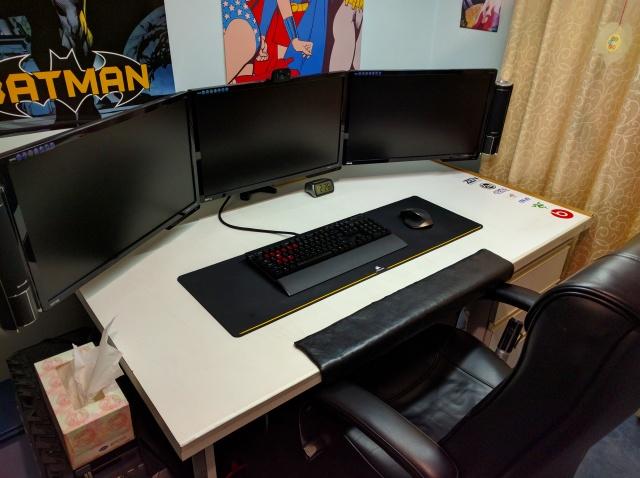 PC_Desk_MultiDisplay87_62.jpg