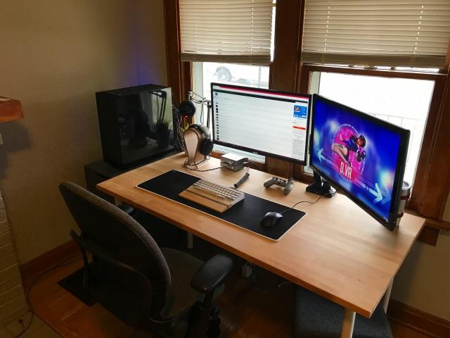 PC_Desk_MultiDisplay87_75.jpg