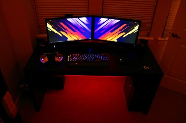 PC_Desk_MultiDisplay87_84.jpg