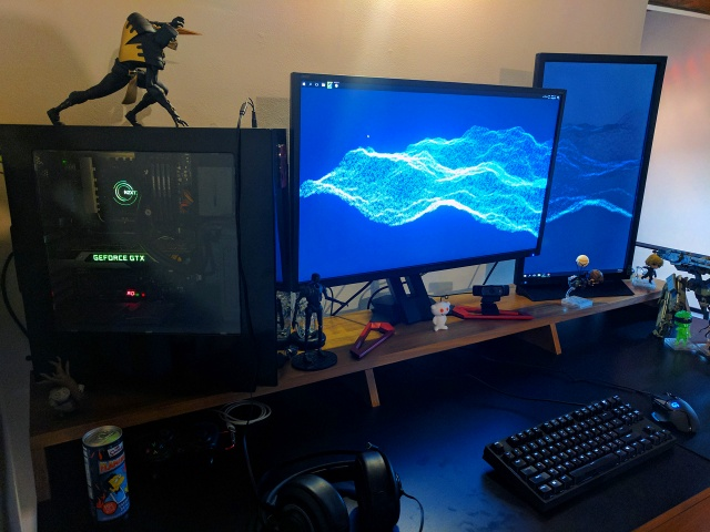 PC_Desk_MultiDisplay87_89.jpg