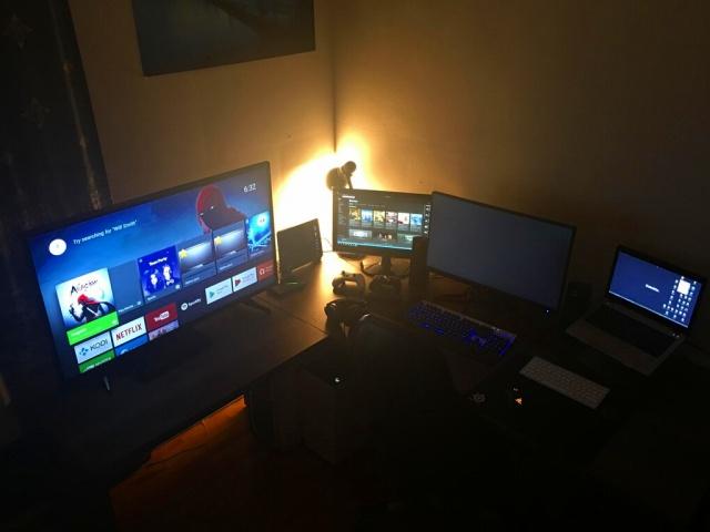 PC_Desk_MultiDisplay88_18.jpg